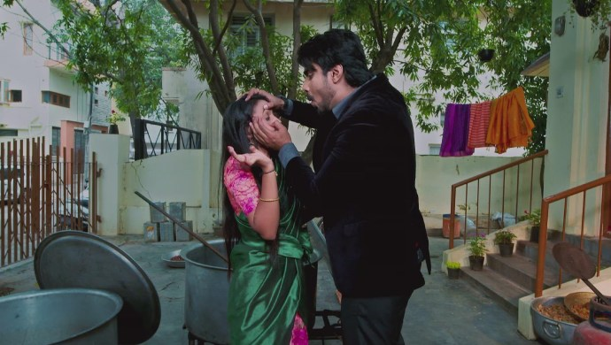 When Vedanth Helps Amulya Clear Her Sore Eye