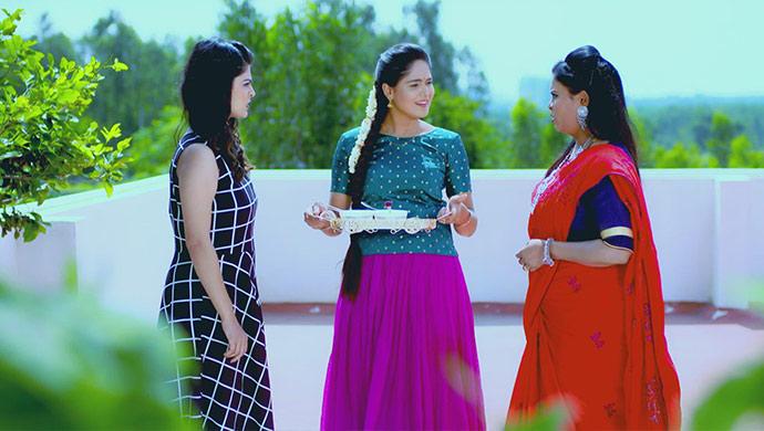 A Still Of Anushka, Paaru And Damini