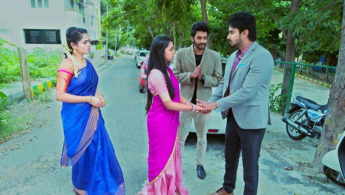 When Aarthi And Vicky Find Amulya And Vedanth, Hand-In-Hand, Lost In Each Other's Eyes