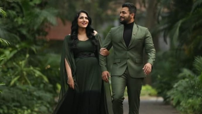 Sriimurali Celebrates 20th Wedding Anniversary With Wife Vidya