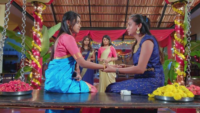 Amulya asks the girl to write Vedanth's name on her hand