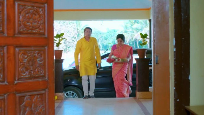 Akhila and Raghu come to Veerayya's house
