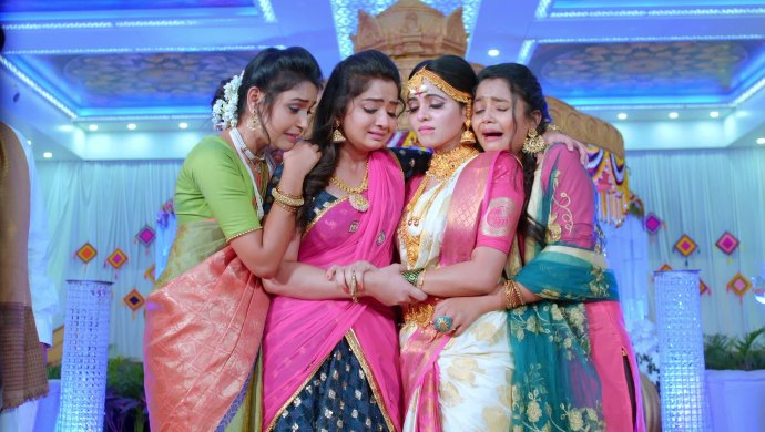 Gattimela 24 March 2020 Written Update_ Aarthi Bids Farewell To Her Sisters