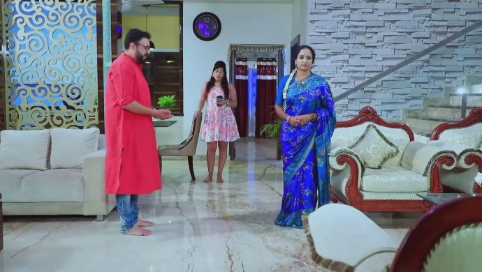 Gowri expresses her grief to Chandru
