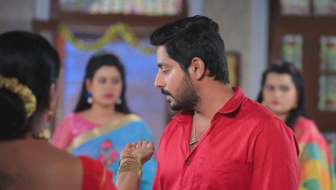 Muttu promises to marry Maya