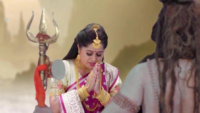 Naagamatha prays for Shivani's safety