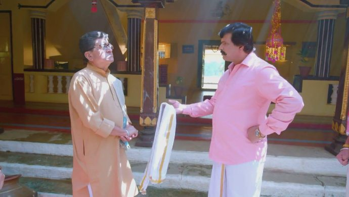 Parmeshwara asks his father why he supported Akhila