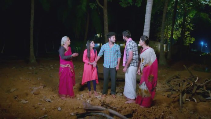 Preethu and Janani decide to run away and get married