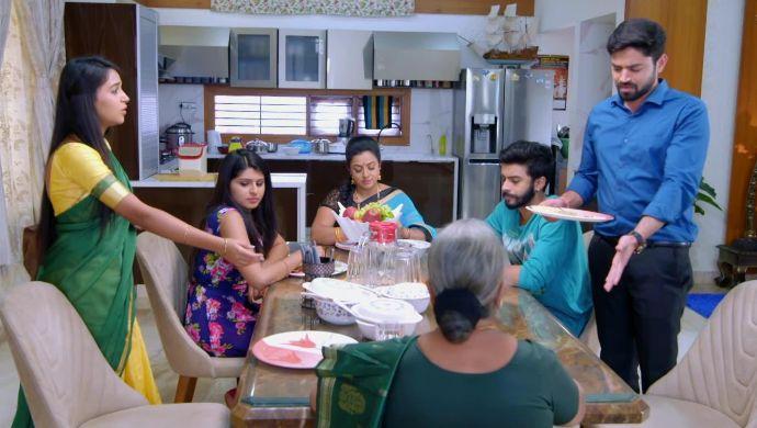 Gattimela 03 April 2020 Written Update_ Sahithya Tells Amulya Not To Sit Next To Her