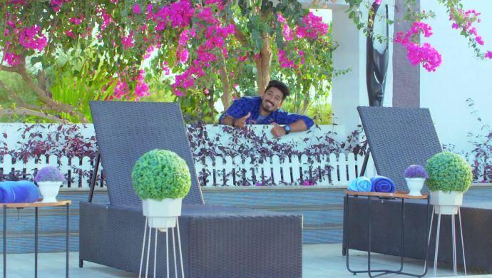 Trishul lands up at Shivani's house