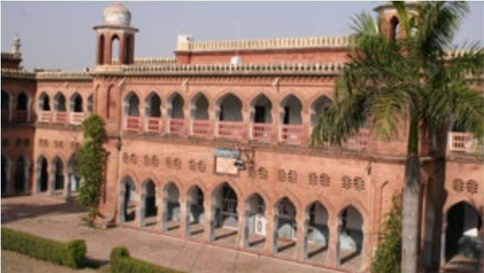Hindu Girl Students In Aligarh Muslim University Forced To Wear Hijab