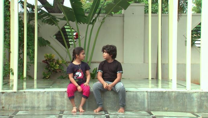 Abhi and Divya in Kalyana Vaibhogam