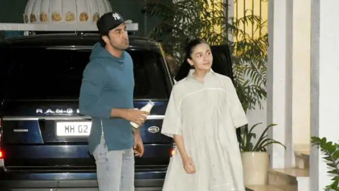 Alia Bhatt Spotted Near Ranbir Kapoor's House During Lockdown