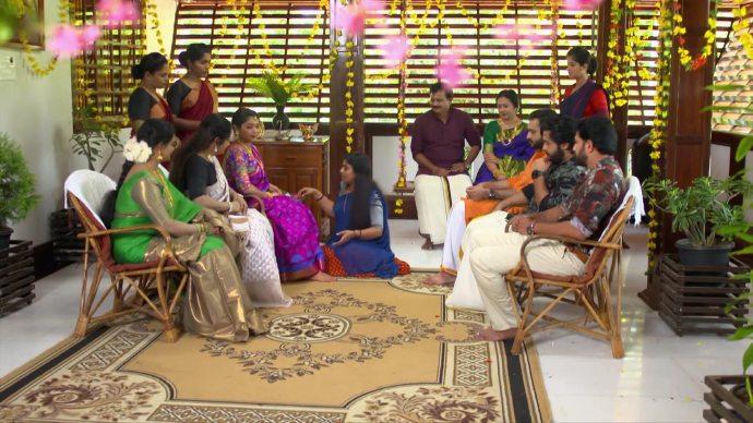 Chembarathi 21 July 2020 Written Update: Ganga Makes Kalyani Draw Mehndi On Her Feet