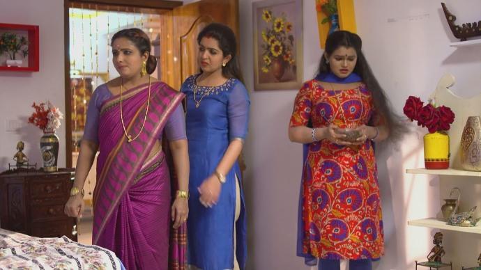 Nandana gets corrupted by Vilasini and Jayatnthi (SOurce:ZEE5)