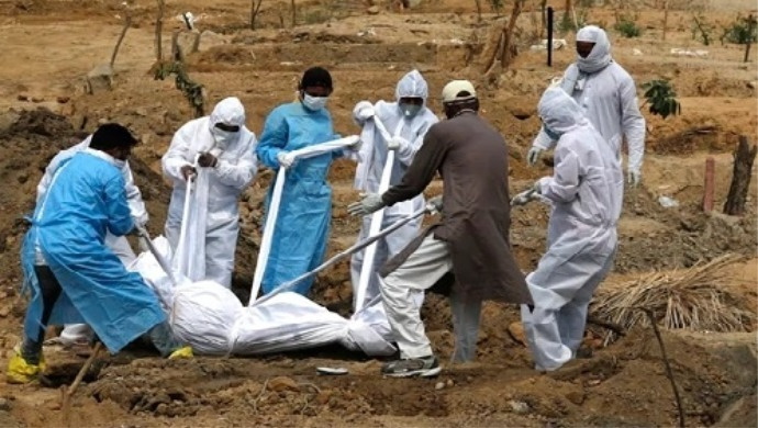 Videos Of Health Workers Dumping Dead Bodies Of COVID-19 Victims In Karnataka Spark Public Outrage