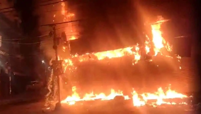 Massive Fire Breaks Out At Factory In Ghaziabad's Industrial Area