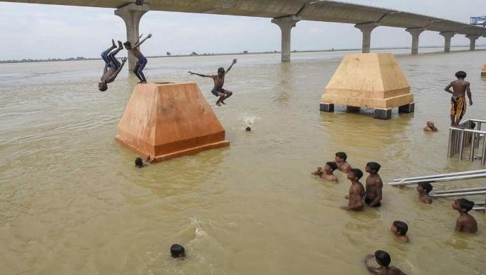 Bihar Floods: Patna Boys Perform Dangerous Stunts In Ganges