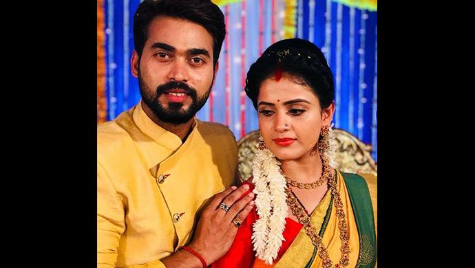 Deva and Parvathi pose together in Muddha Mandaram (Source: ZEE5)