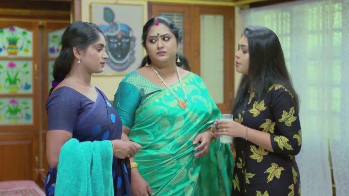 Samyuktha saves Saptathi (source:ZEE5)