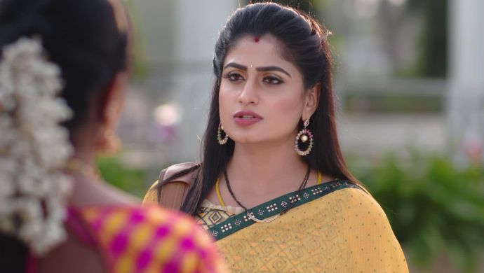 Sneak Peek: How Do You Think Shravani Will React To Aditya's Moves In Attarintlo Akka Chellellu?