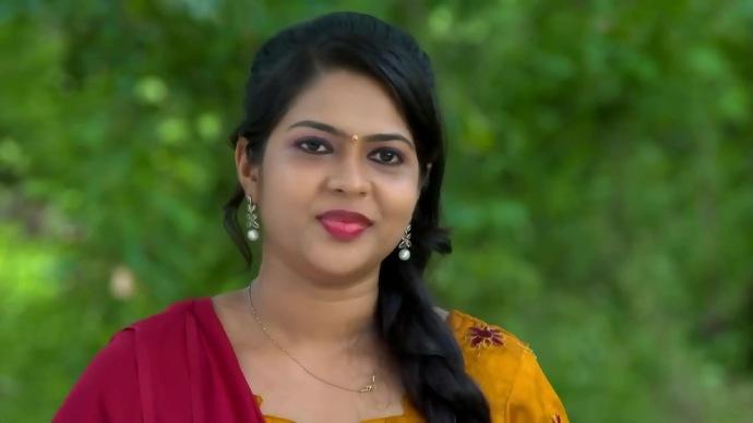 Sruthi from Pookalam Varavayi (1)
