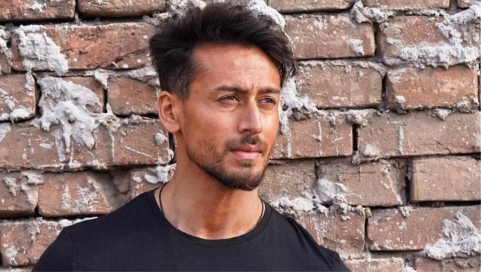 Tiger Shroff Steps Out In Juhu And Shows Off Cool New Look