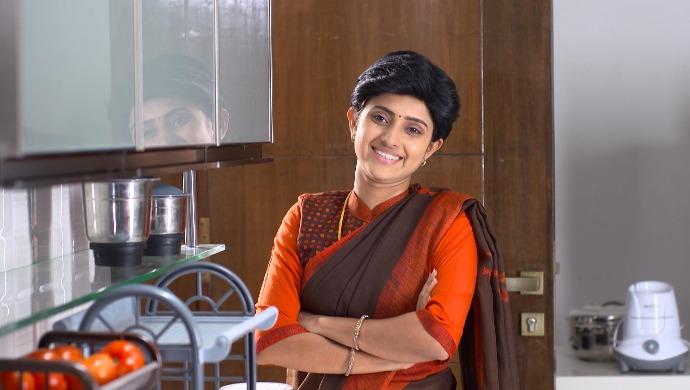 Ayesha Aka Sathya Looks Ravishing In This Orange Sheer Net Saree And We Are Totally Crushing Over Her