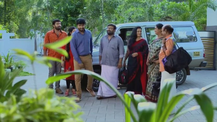 Abhimanyu takes his family to his new house 9Source:ZEE5)