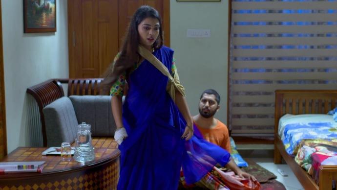 Abhimanyu wakes up as Samyuktha starts dancing in joy (source:ZEE5)