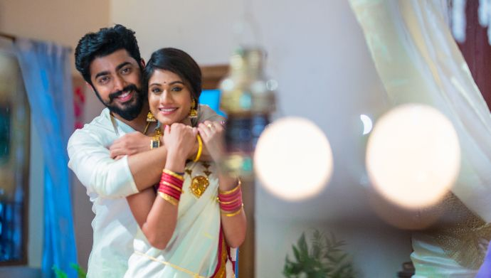 Akshara and Aravind in Radhamma Kuthuru (Source: ZEE5)