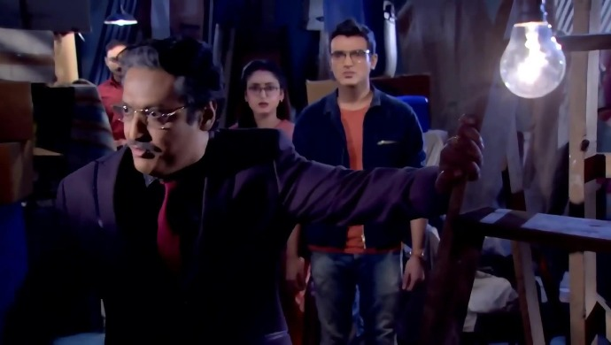 Alo Chhaya: Akash's father has a shocking secret!