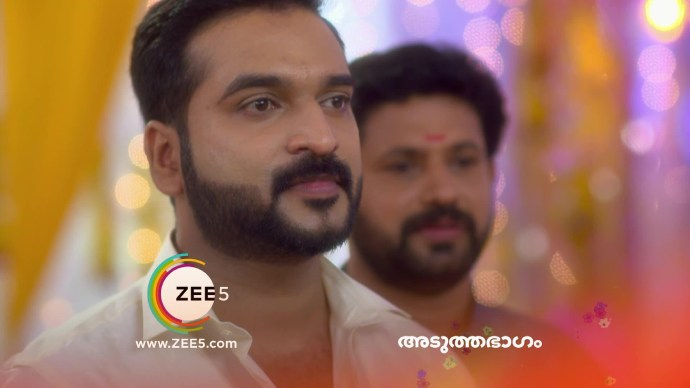 Anand gets shocked by Akhila's decision (source:ZEE5)