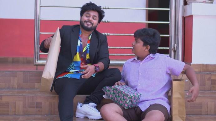 Aravind surprises aniyankuttan (Source:ZEE5)