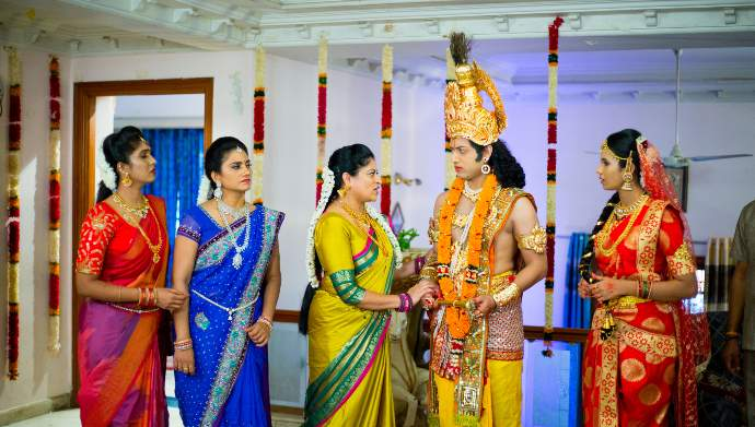 Chaitu with his sisters in Suryakantham