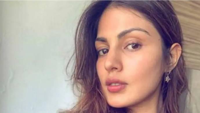 Chats Between Sushant's Friend Smita Parikh and Rhea Chakraborty Revealed