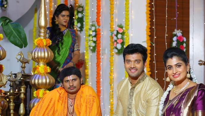 Dharani-and-Aditya-with-a-priest-in-Akka-Chellellu