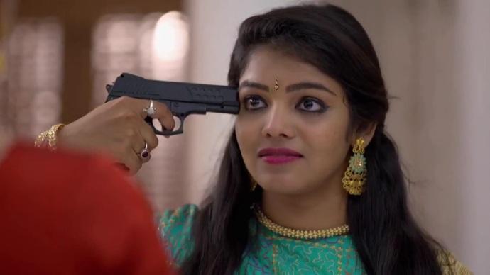 Ganga threatens to kill herself (Source:ZEE5)