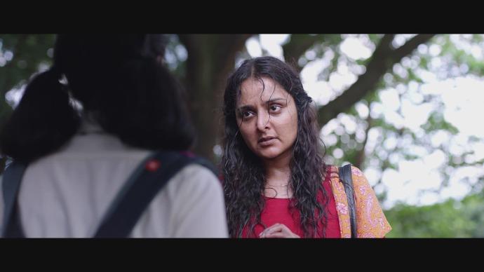Madhuri fights for the schoolgirl (source:ZEE5)