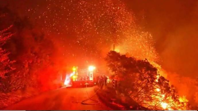 Massive Bushfire Hits Southern California