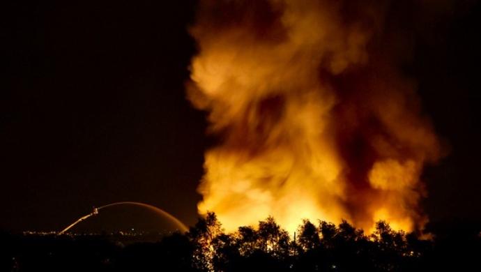 Massive Fire Breaks Out At Ajman Market In UAE