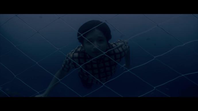 Mulla gets lost underwater (source:ZEE5)