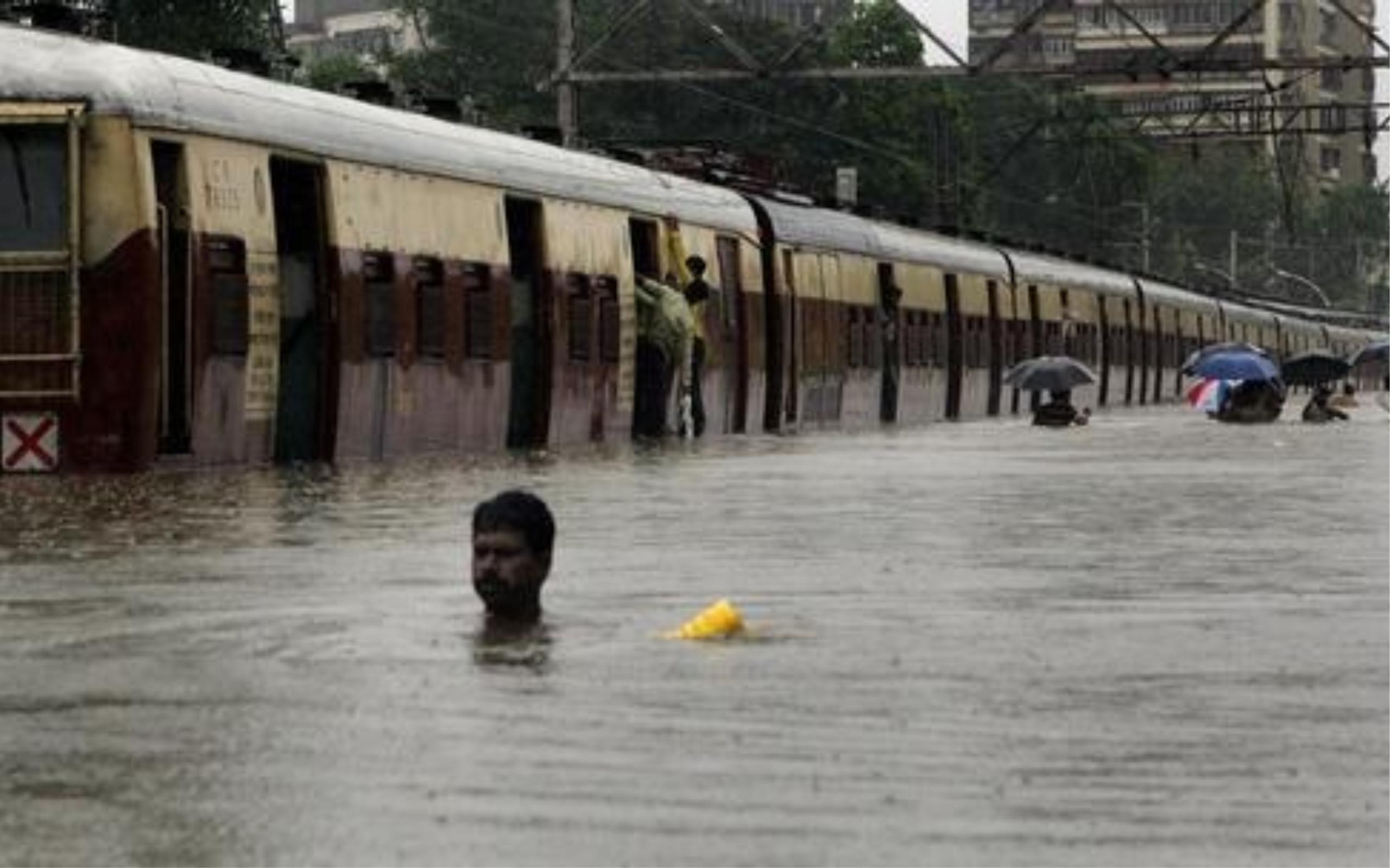 Mumbai Rains: NDRF And RPF Teams Deployed To Rescue 290 Railway Passengers