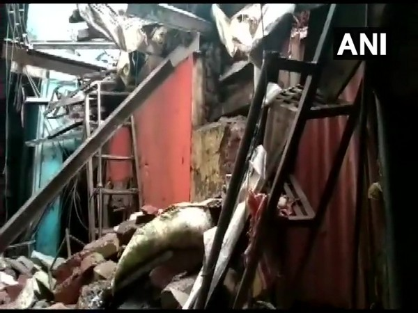 One killed, 4 hurt as part of house collapses in Mumbai