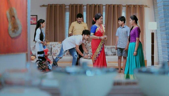 Paaru Is Determined To Return The Bangles To Akhilandeshwari