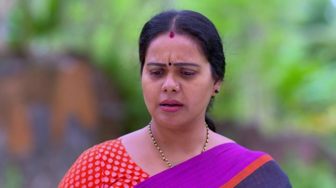 Parvathi meets Sarath (source:ZEE5)