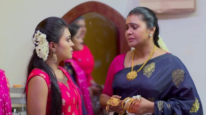 Parvathi worries about Nithya's dissapearance (Source:ZEE5)