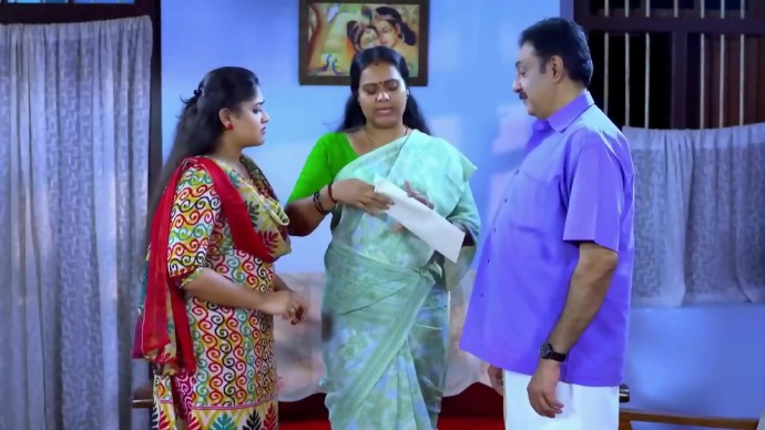 Parvathy and Samvrutha from Pookalam Varavayi (source: ZEE5)