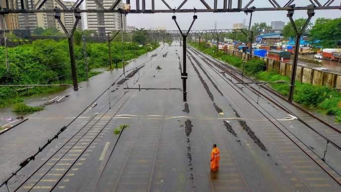 IMD Issues Red Alert For Extremely Heavy Rains In Mumbai