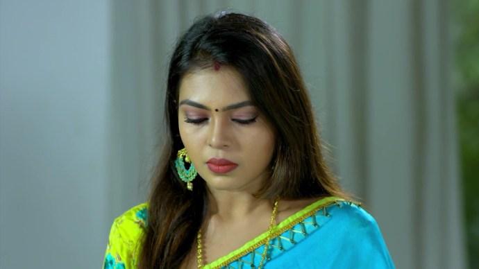 Samyuktha gets disturbed by Sharath's questions (source:ZEE5)